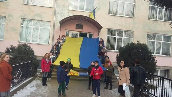 День Соборності у Довгому - прапор