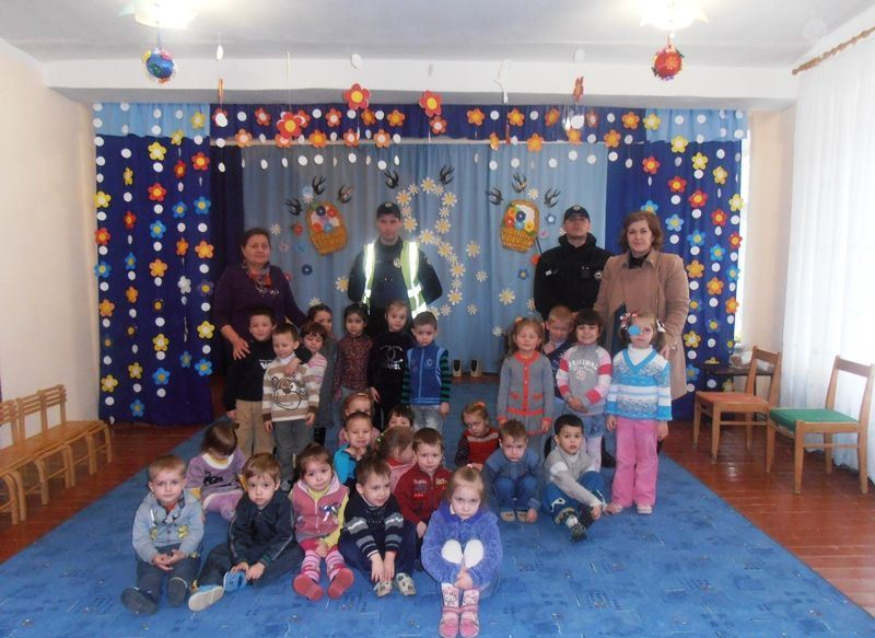 Мукачівські дошкільнята і поліція4