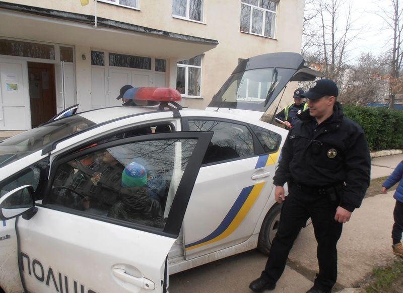Мукачівські дошкільнята і поліція5