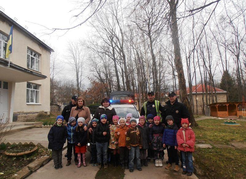 Мукачівські дошкільнята і поліція6