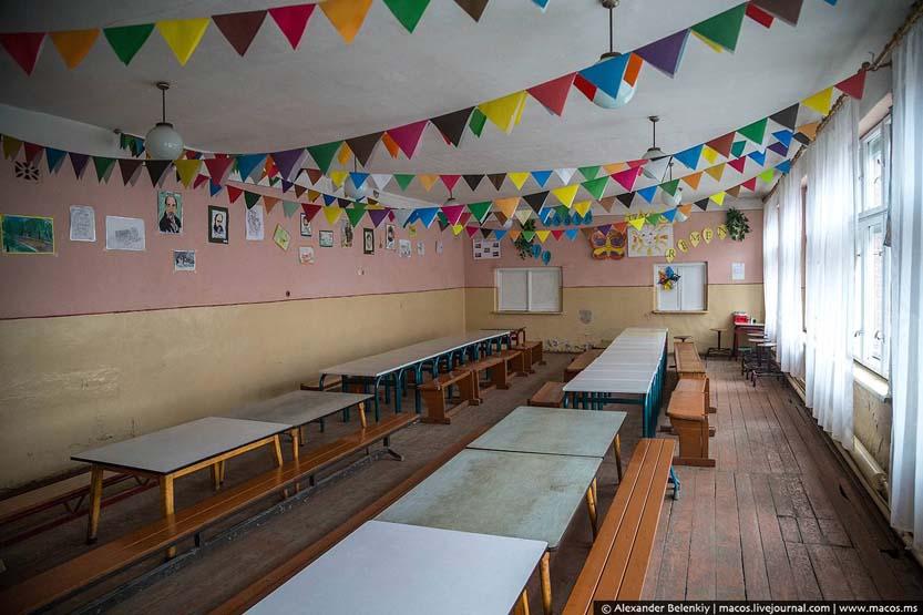Їдальня в циганській школі
