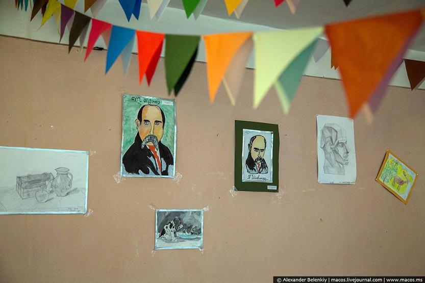 Ромська школа в Берегові. Портрети Шевченка