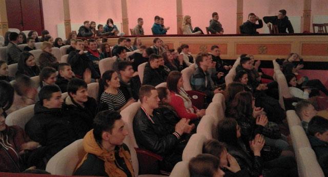 Студенти Мукачівського аграрного коледжу під час вистави