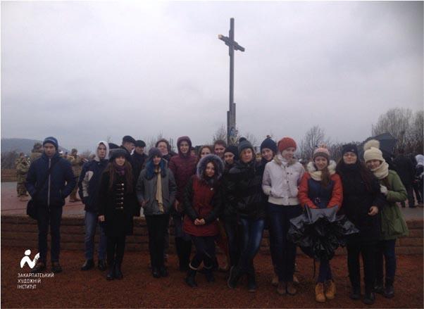 Студенти Закарпатського художнього інституту на Красному Полі