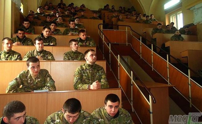 Студенти військової кафедри УжНУ