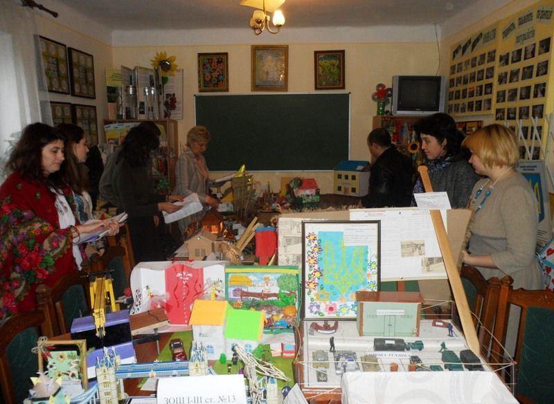Виставка-конкурс учнівських робіт у Мукачеві