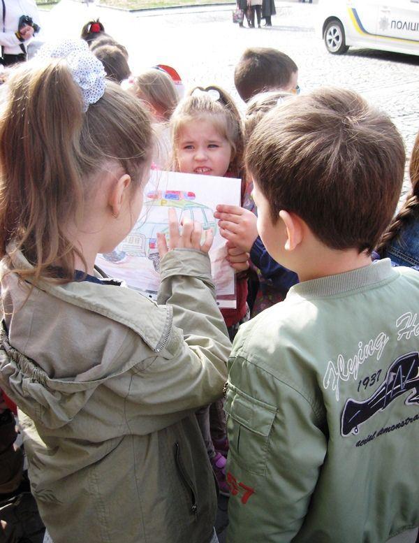 Мукачівські дошкільнята з малюнками