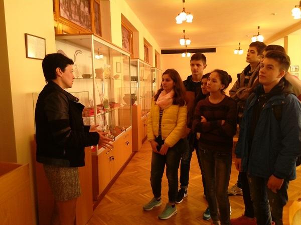 Екскурсію проводить Марія Жиленко