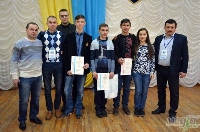Закарпатські переможці всеукраїнської олімпіади з інформатики зі своїми наставниками