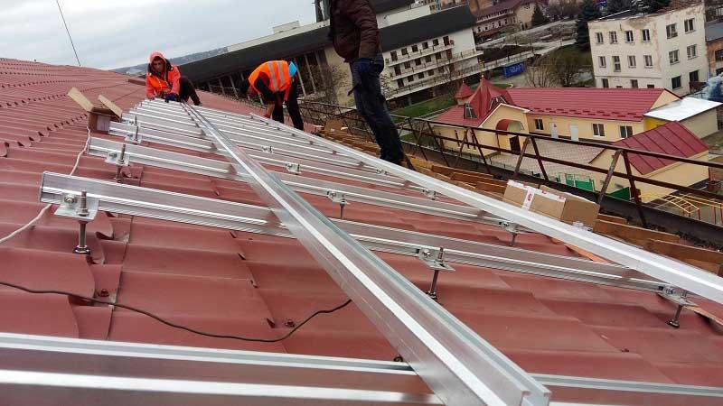 Установка сонячних батарей на Ужгородській ЗОШ № 5