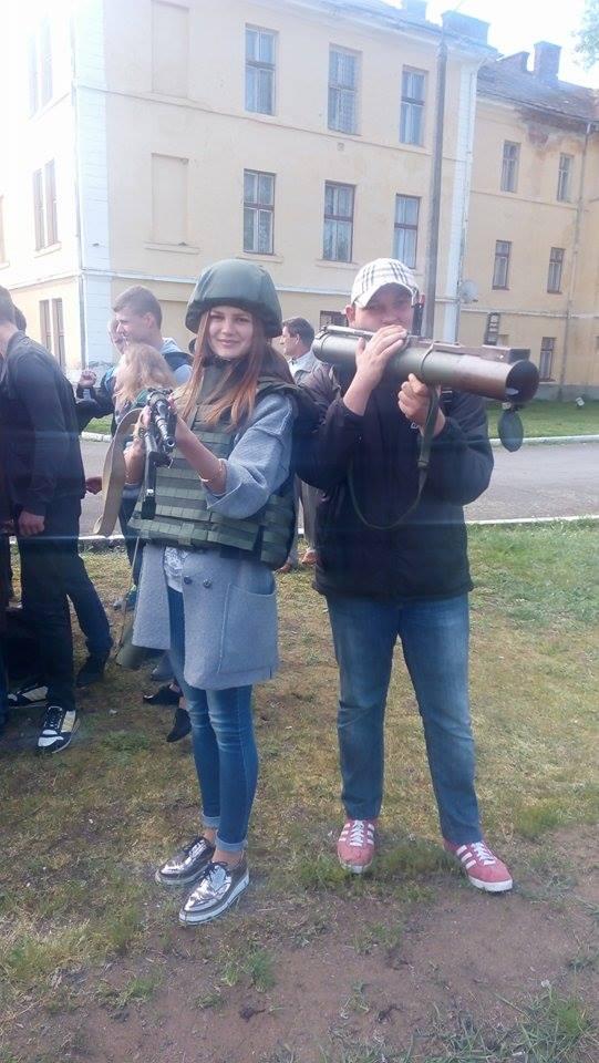 Військові збори школярів в Ужгороді