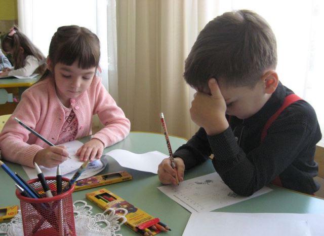 Мукачівські дошкільнята виконують завдання