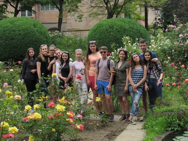 Студенти УТЕК КНТЕУ у ботанічному саді УжНУ