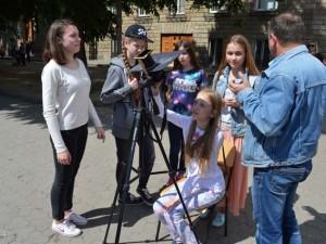 Учні Лінгвістичної гімназії в Ужгороді спостерігають за транзитом Меркурія