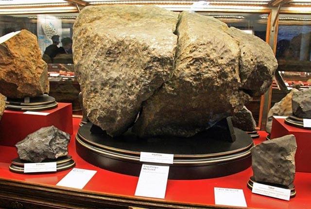 Уламки Княгинянського метеорита у Віденському природничому музеї