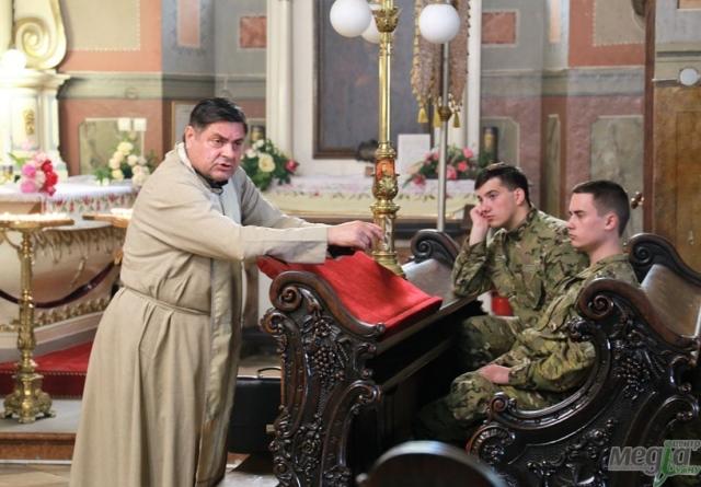Бесіда зі священиком