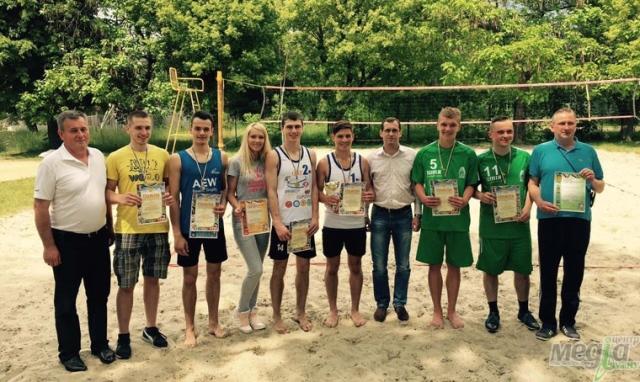 Команда УжНУ з пляжного волейболу