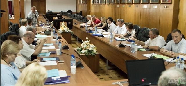Під час конференції у залі вченої ради УжНУ