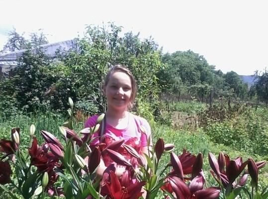 Школярка на Виноградівщині вирощує лілії