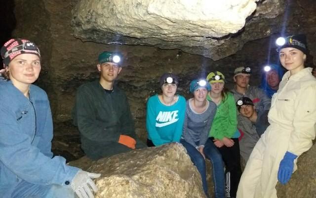 У печері