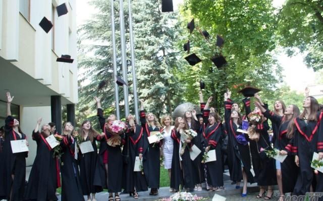 Вручення дипломів філологам і журналістам в УжНУ