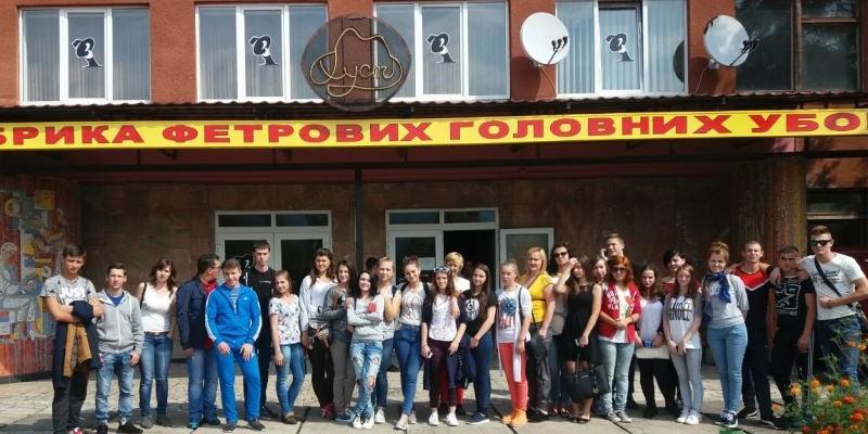 Студенти Ужгородського торгівельно-економічного коледжу відвідали Хустську фабрику фетрових головних уборів