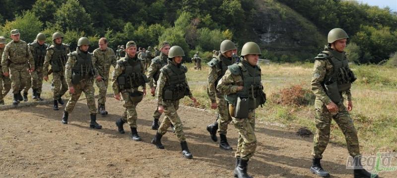 Тренування студентів військової кафедри УжНУ на полігоні в Оріховиці
