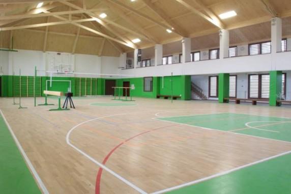 Спортзал у Карачинському ліцеї