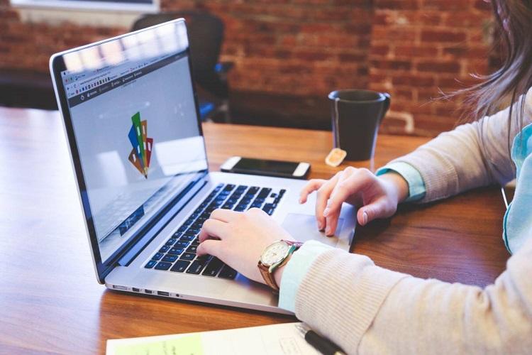 Навчання онлайн, комп'ютер