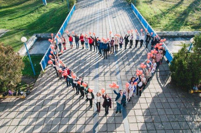 Школярі проти насильства - флешмоб біля ПАДІЮНу