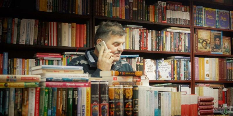 Павло Чучка - письменник за прилавком