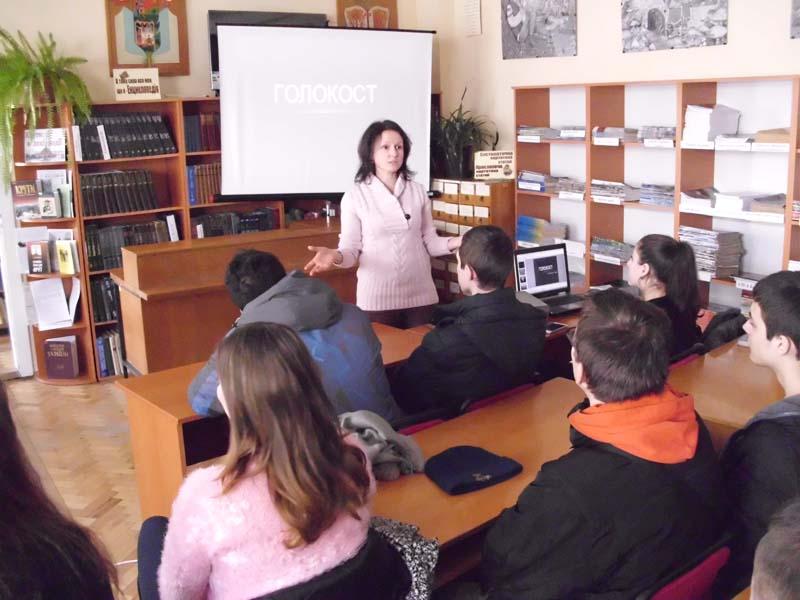 Студенти Ужгородського торговельно-економічного коледжу КНТЕУ вшанували пам'ять жертв Голокосту