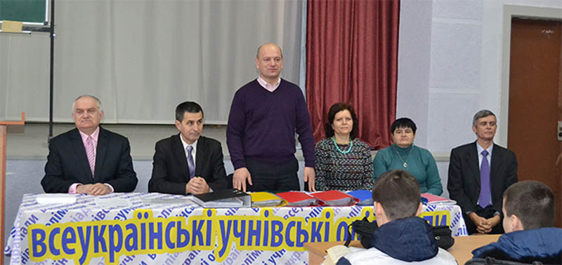 Учасників вітає декан математичного факультету УжНУ Михайло Повідайчик