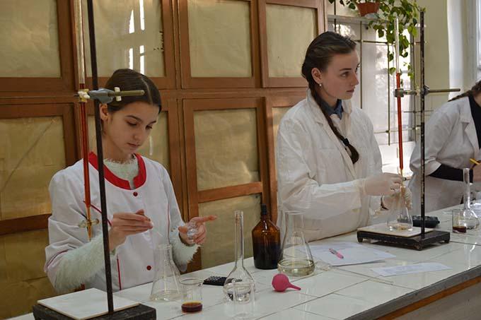 Школярі - юні хіміки