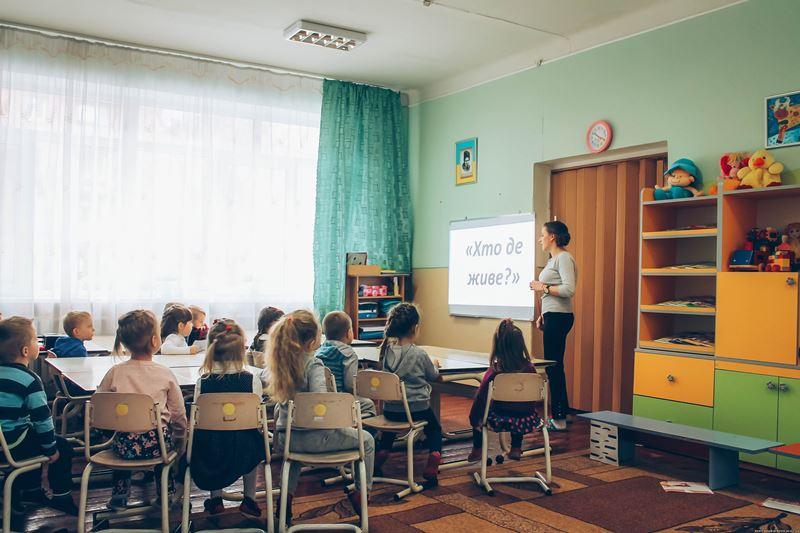 Вихователь Ольга Назаренко проводить заняття