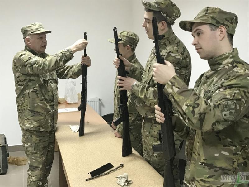 Інструктаж щодо розбирання зброї