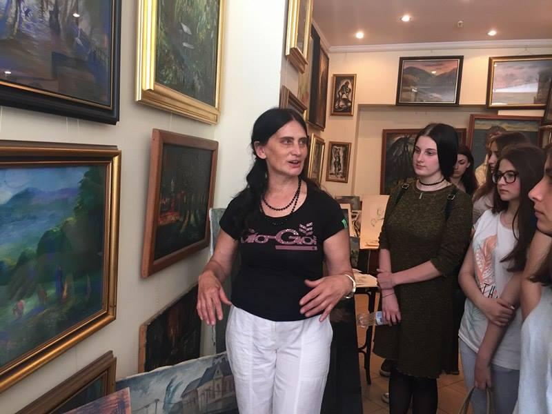 Надія Олександрівна Черній проводить екскурсію