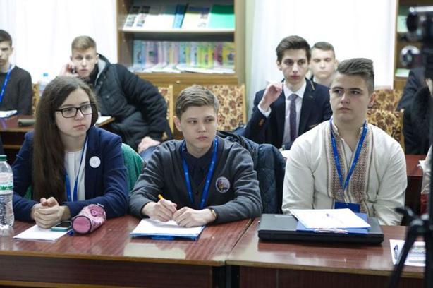 Учасники ІІІ етапу Всеукраїнського конкурсу-захисту науково-дослідницьких робіт учнів-членів МАН