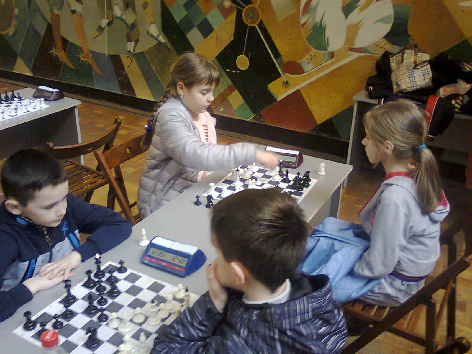 Юні шахісти в ПАДІЮНі