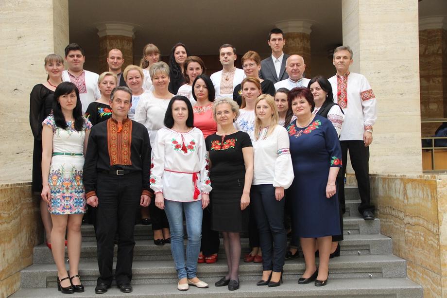 Працівники департаменту освіти і науки Закарпатської ОДА у вишиванках