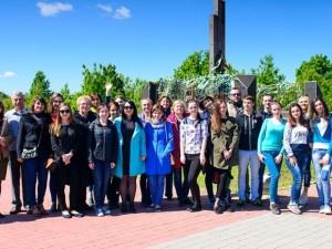 Викладачі та студенти філфаку УжНУ на Красному полі