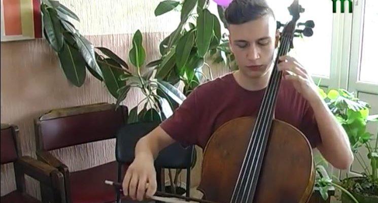 Віолончеліст Петро Сокач у таборі для талановитих музикантів