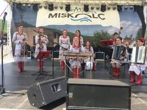 Ансамбль народних інструментів «Маки» Ужгородського коледжу культури і мистецтв (керівник - Валентина Вігула)
