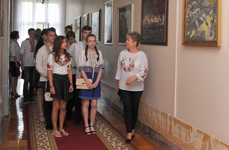 Екскурсію Закарпатською ОДА провела Ганна Сопкова