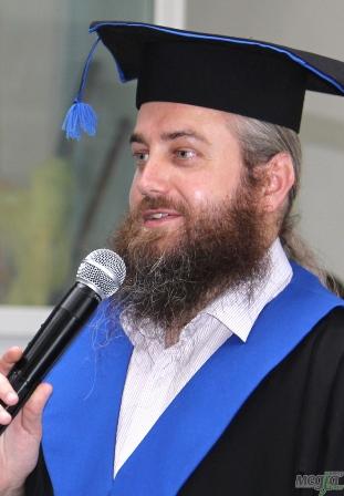 Віктор Палош, протоієрей, випускник філологічного факультету УжНУ - відділення журналістики