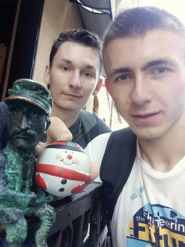 Микола Шугай - міні-скульптурка в Ужгороді