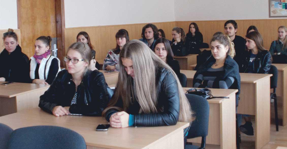 Студенти філфаку під час лекції