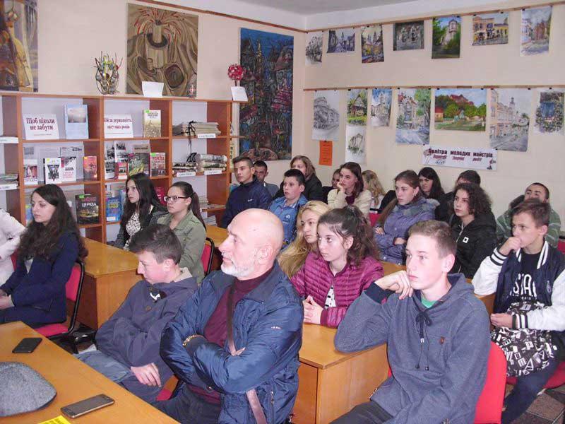Зустріч студентів УТЕК КНТЕУ із Русланом Ференці у міській дитячій бібліотеці