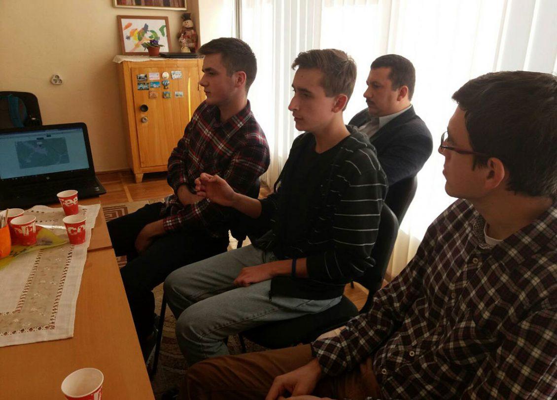Студенти-інформатики УжНУ розповідають про технічні можливості проекту