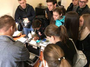 Студенти юридичного факультету УжНУ в криміналістичній лабораторії